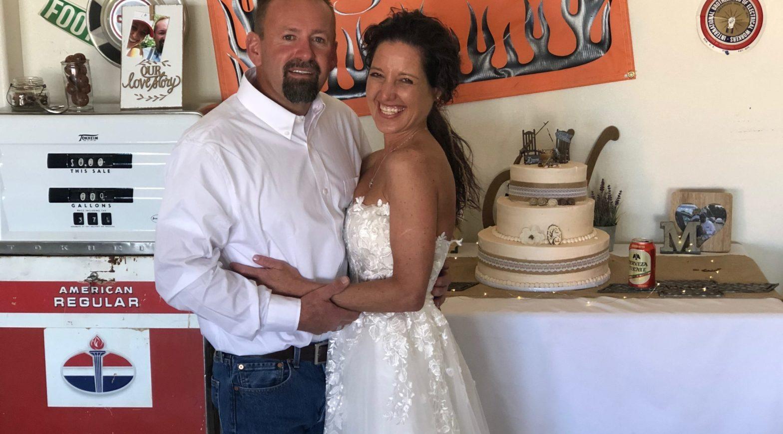 "An arizona couple says ""I do"" despite having no wedding party following the covid-19 outbreak."